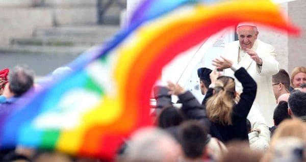 Una_bandera_gay_del_arcoiris