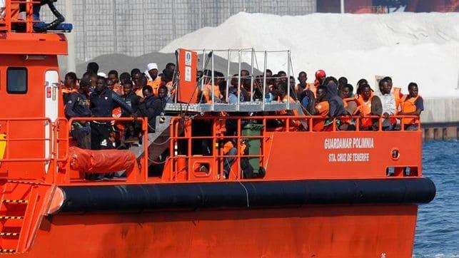 Salvamento_Maritimo_rescata_a_inmigrantes