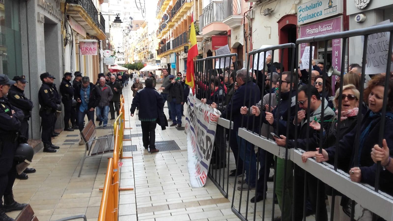 sindicatos_de_prisiones_se_manifiestan_en_Huelva