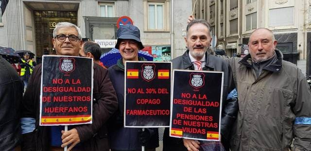 Los_policias_jubilados_manifestandose_1