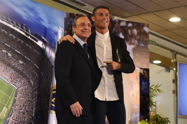 Cristiano_Ronaldo_con_Florentino_PArez_1