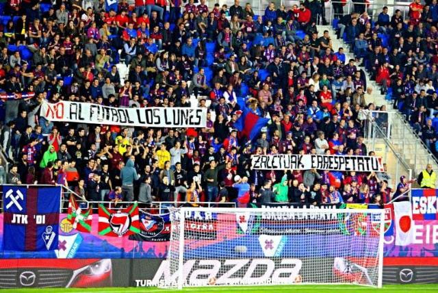Eibar_con_una_pancarta_de_no_al_futbol_los_lunes_1