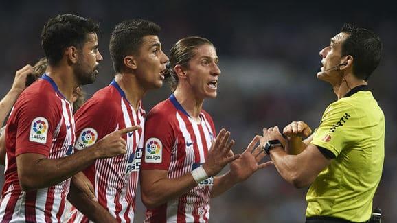 Los_jugadores_del_Atletico_de_Madrid_piden_explicaciones_a_Martinez_Munuera