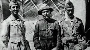 ¿Cuánto mide Francisco Franco? - Altura - Real height - medía - Página 14 Astrsy_en_africa