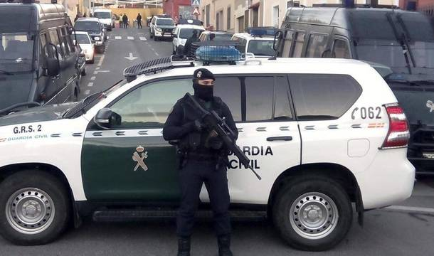 La Guardia Civil durante la detención.