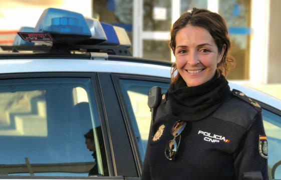 Una de las miles de agentes de la Policía Nacional