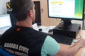 Un guardia civil del equipo de delitos en internet