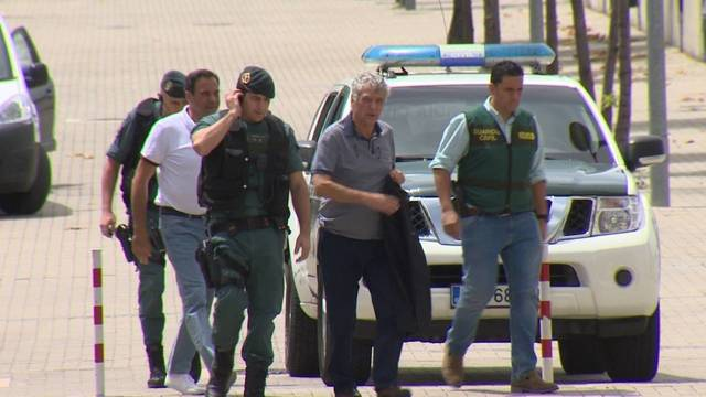 Ángel María Villa con la Guardia Civil.