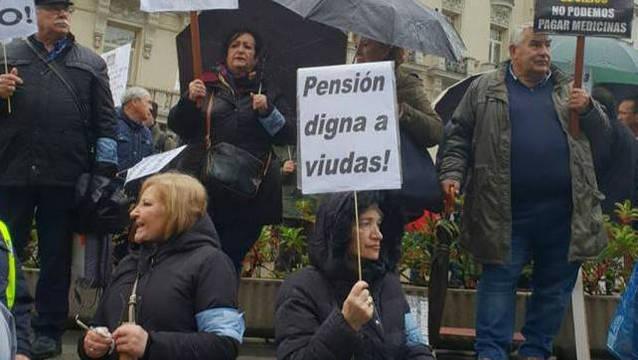 Las viudas de los policías piden una pensión digna