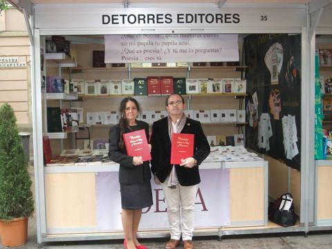 Pilar Redondo y el editor Calixto Torres, con el libro: Córdoba sueño de Luz y Eternidad.