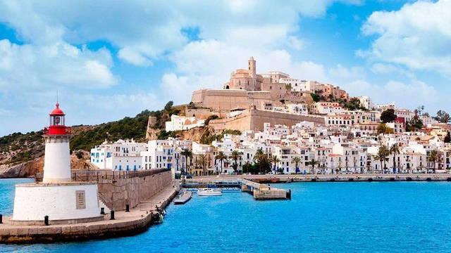 La pareja británica quería disfrutar dos semanas en Ibiza