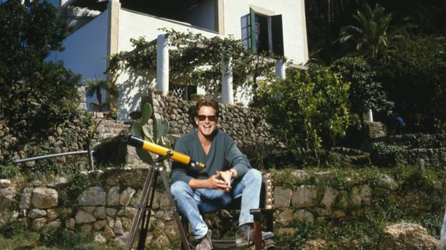Michael Douglas en su casa de Mallorca en los 90.