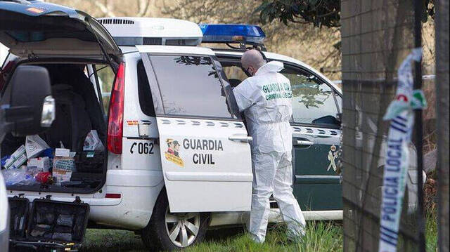 Guardia Civil inspeccionando la finca.